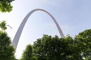gateway arch och träd foto
