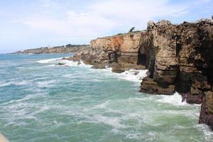 klippa och hav, cascais, Lissabon, Portugal foto
