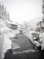 ginzan onsen japansk by på vintern foto
