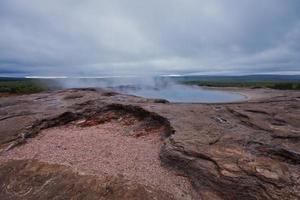 utbrott av berömda isländska gejsare geysir strokkur