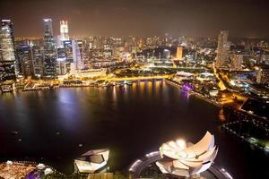singapore på natten. foto