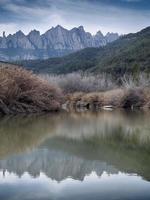 reflektioner över berget Montserrat (katalonien, Spanien) foto