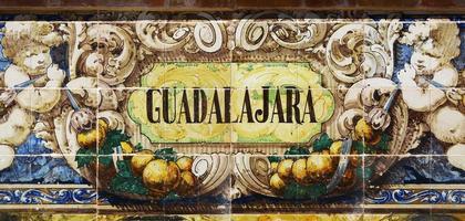 guadalajara skriven på azulejos foto