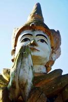 ängelbild staty myanmar stil i Sao Roi ton templet foto