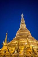 shwedagon pagod vid twightlight foto
