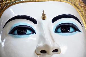chauk htat gyi lutande buddha på kyauk htat gyi pagod foto