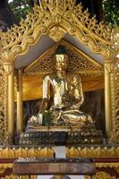 gyllene buddha på shwedagon-pagoden foto