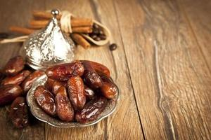 torkade datum palmfrukter eller kurma, ramadan mat foto
