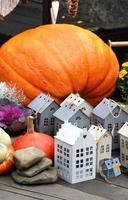 halloween dekorationer med pumpa foto