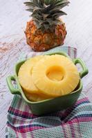 färsk ananas foto