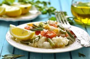 ris med grönsaker. foto