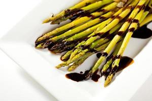 sparris med grönsaker foto