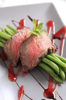 stekt nötkött med strängbönor foto
