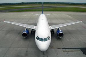 parkerade flygplan foto