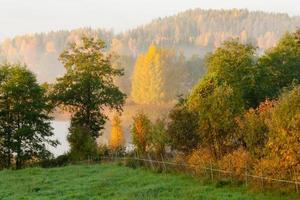 höstmorgonlandskap foto