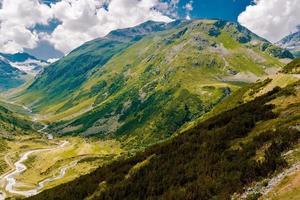 landskap i schweiziska alperna foto
