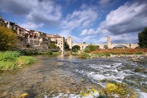 besalu medeltida bylandskap foto