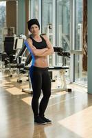 porträtt av en fysisk fit ung kvinna foto