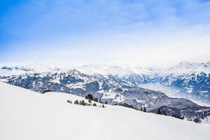 vinterlandskap. alpina alperna bergslandskap foto
