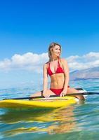 stå upp paddla surfa på hawaii foto