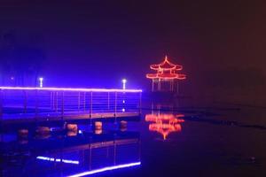 nattlandskap, paviljong vid floden foto