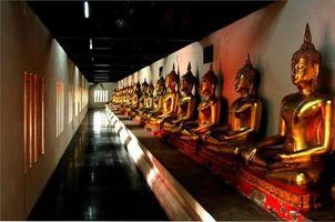 rad med buddhas foto