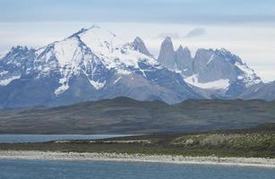 chile. patagoniskt landskap. torres del paine. foto