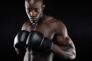 kraftfull fighter redo för kamp foto