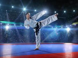 professionell kvinnlig karate fighter foto