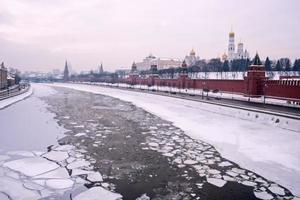 Moskva vinterflod Kreml foto