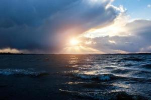 blåsig sjö foto