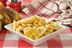 torkade bananchips foto