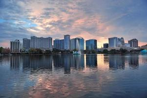 Orlando solnedgång över sjön eola foto