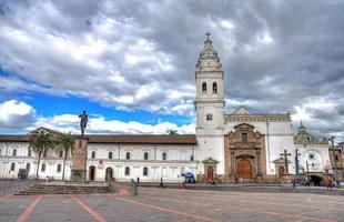 santo domingo kyrka i centrala quito foto