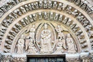 romansk kyrka av santo domingo i soria foto