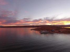 fantastisk solnedgång över tjurfrukt marina foto