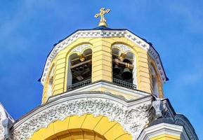 kyrkans kupol med klockor foto