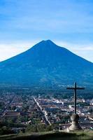cerro de la cruz och agua vulkan antigua guatemala foto