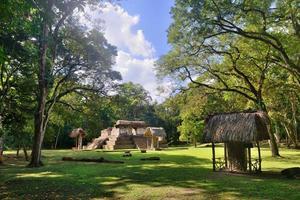 pyramid archaeological park cebal i Guatemala foto
