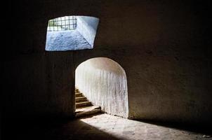 ingången till underjordiska deambulatory i churc och klostret i capuchinas