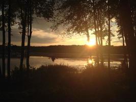 sjö vid solnedgången foto
