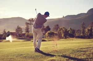 golf skott man foto