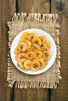 hembakade bananchips foto