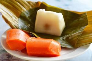 thailändsk kokosnöt munchkin och papaya foto