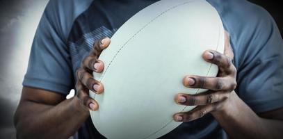 sammansatt bild av hållande boll för rugbyspelare foto