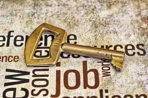 gyllene nyckel på jobbtext foto