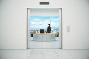 affärsman i sitt kontor med stadsutsikt från
