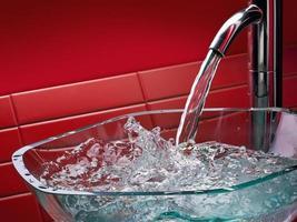 modernt badrumsvask i glas foto