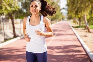 lycklig löpare utomhus foto