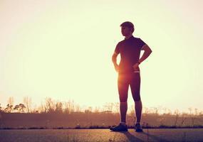 ung man innan han börjar springa foto